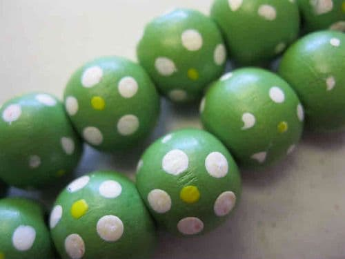 Wood Beads with dot patterns (14mm) - 10 beads - Green