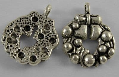 Christmas Wreath Antique Silver Charm (Pack of 4)