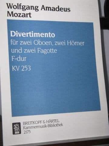 Mozart W A - Divertimento in F KV253