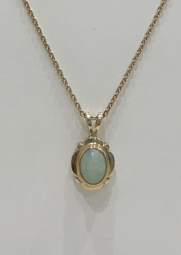 Green Jade Yellow Gold Oval Necklace