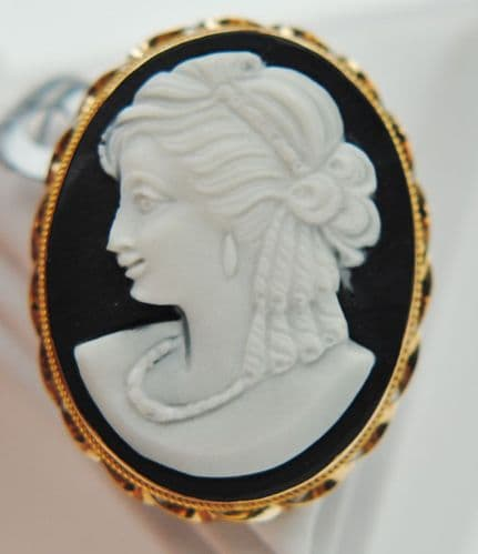 Onyx Black And White Cameo Yellow Gold Brooch