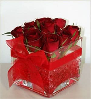 Cube with roses