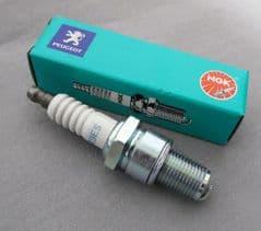 Peugeot XPS / XR6 50 Spark Plug PE754050